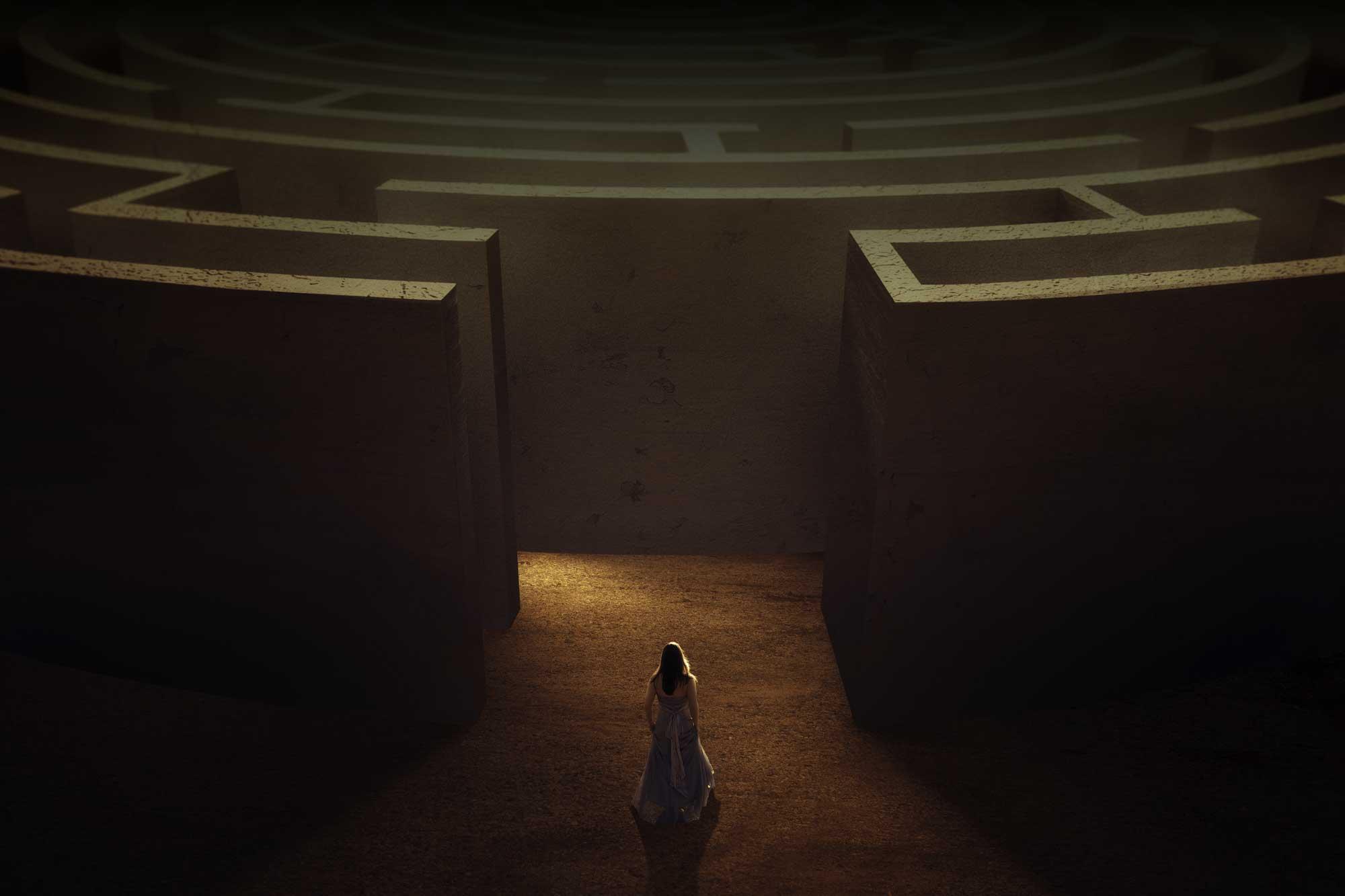 woman-maze